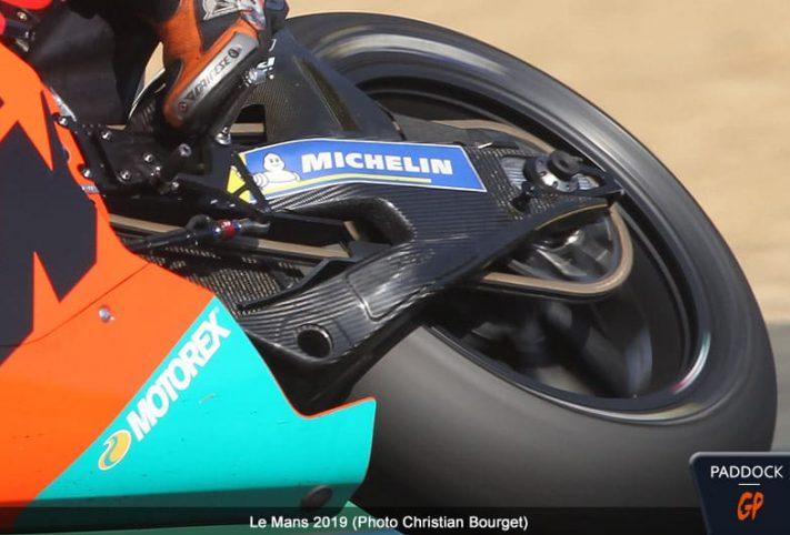 Pol Espargaro-Le Mans, Forcellone interamente in carbonio