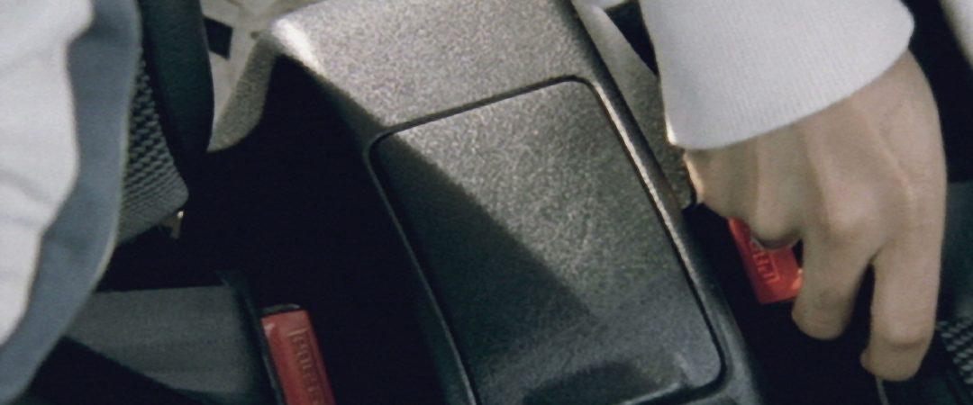 Cinture di sicurezza posteriori: obblighi, sanzioni, esenzioni e auto d'epoca