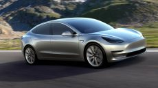 carica perde una Tesla ferma