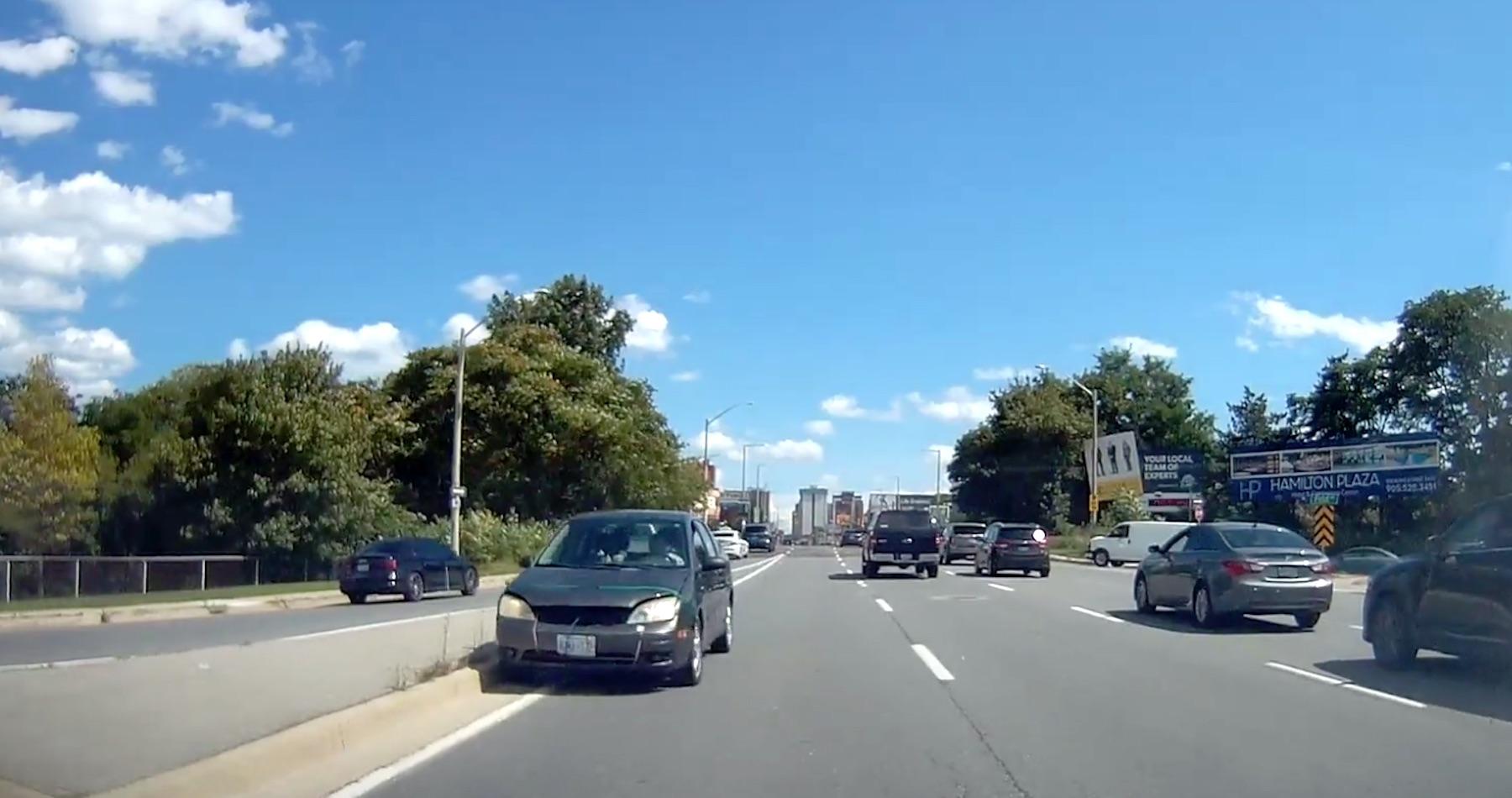 Canada: uomo guida contromano [VIDEO] - Quotidiano Motori