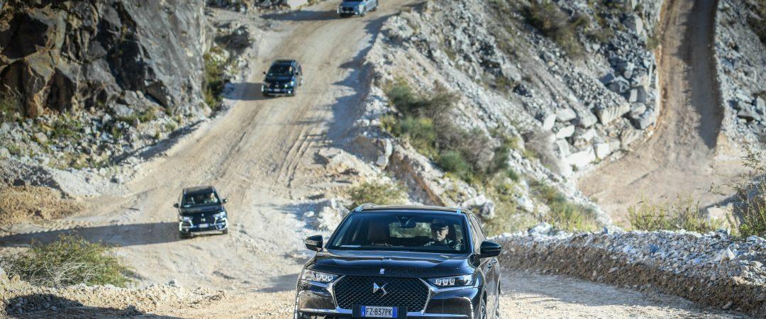 Tour auto Cave di Carrara: in vetta con DS 7 Crossback E-Tense 4X4