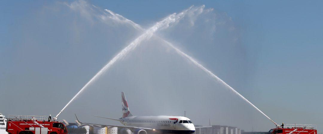 Quando si usa il Water Salute per festeggiare aerei e piloti