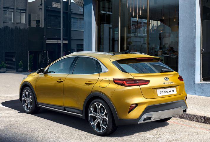 Kia XCeed gialla vista tre quarti posteriore