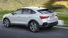 Audi Q3 Sportback bianca, in movimento