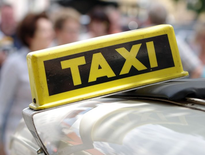 Tariffe taxi da e per gli aeroporti