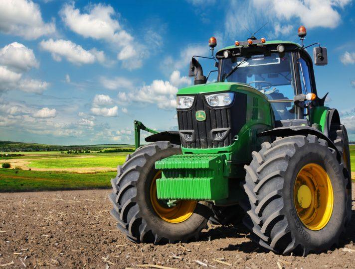 I trattori agricoli possono circolare su strada